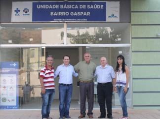 Braulio Braz e Renzo Braz em visitam na nova UBS do bairro Gaspar, em Muriaé