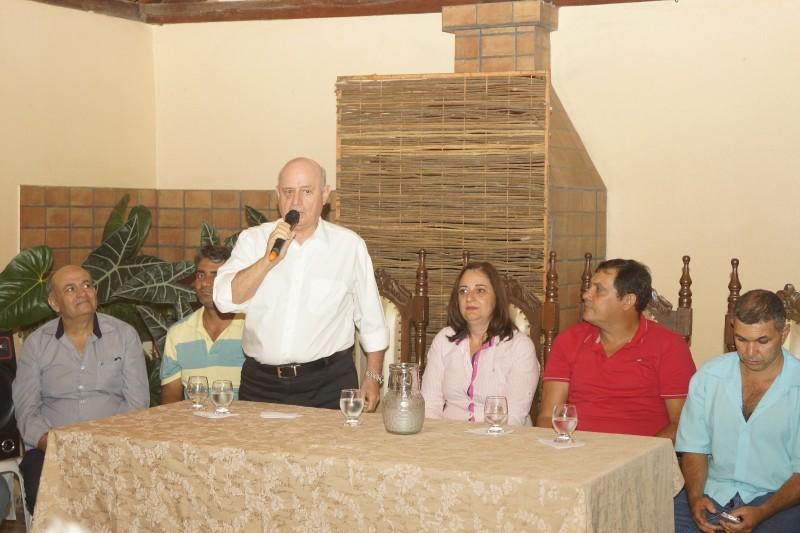O deputado Estadual Braulio Braz esteve em Santa Bárbara do Leste, onde foi recebido pela prefeita, Wilma Pereira, pelos vereadores, lideranças e por moradores do município